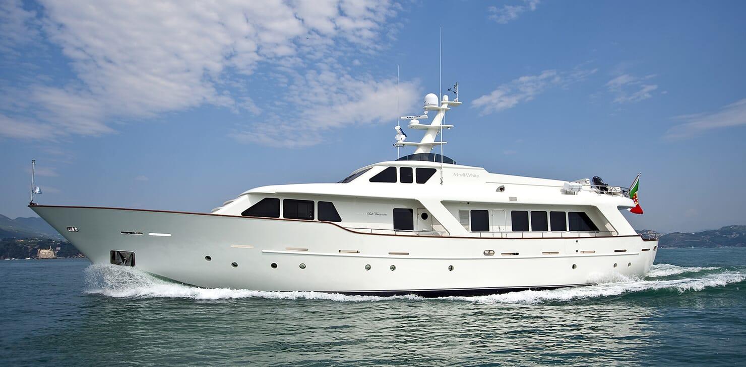 Motor Yacht Mrs White running shot