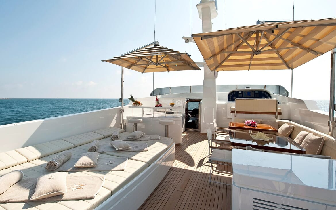 Motor Yacht Mrs White sundeck