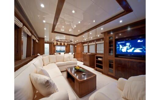 Motor Yacht Mrs White salon