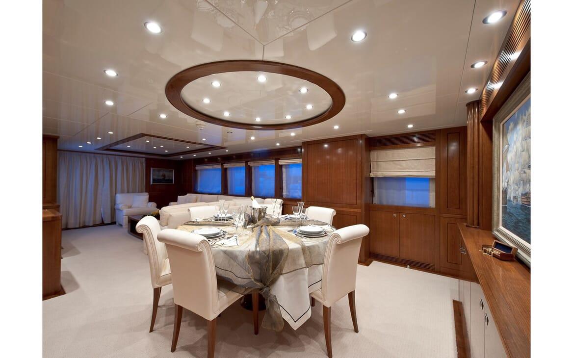 Motor Yacht Mrs White dining area