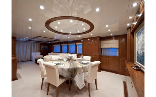 Motor Yacht Mrs White dining area