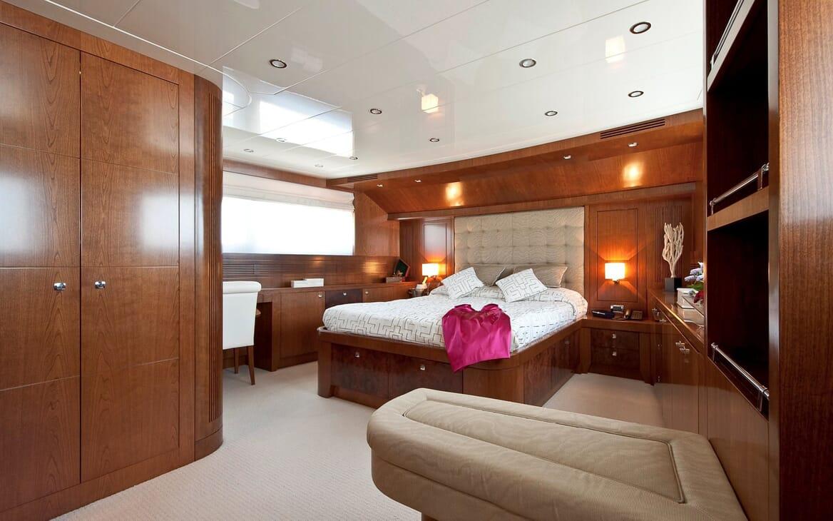 Motor Yacht Mrs White master cabin