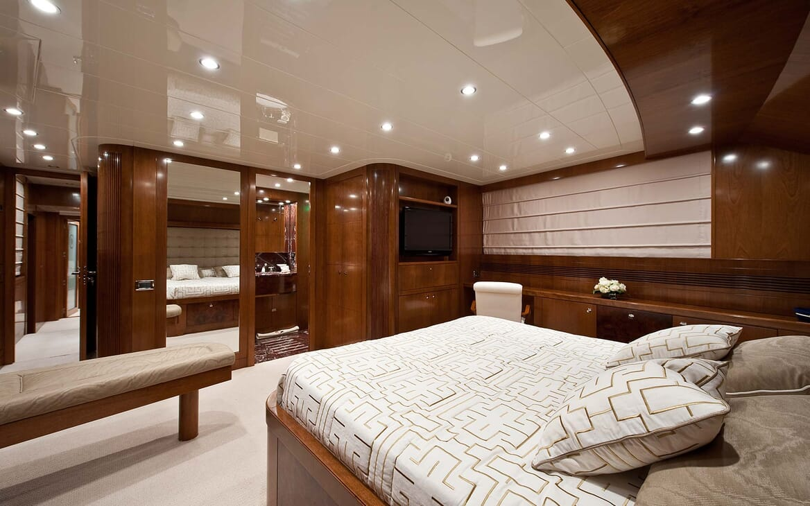 Motor Yacht Mrs White VIP cabin