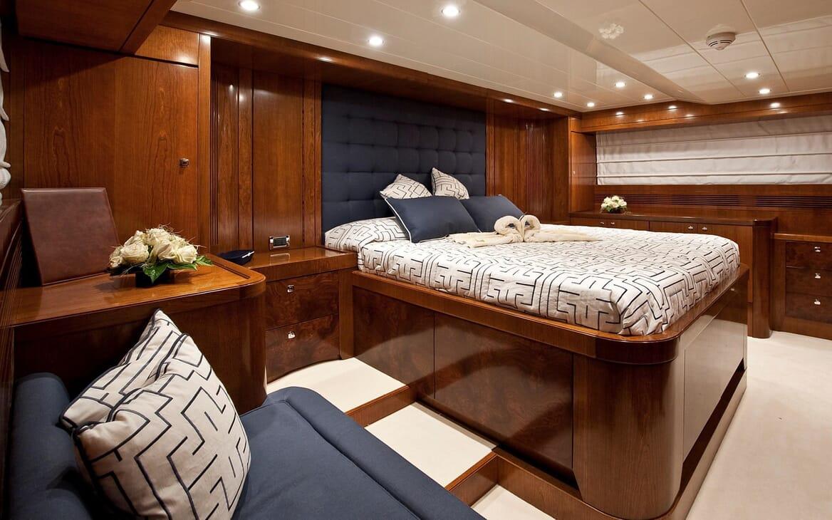 Motor Yacht Mrs White VIP stateroom