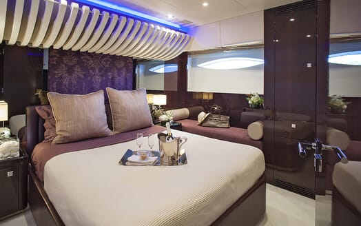 Motor Yacht My Toy VIP cabin