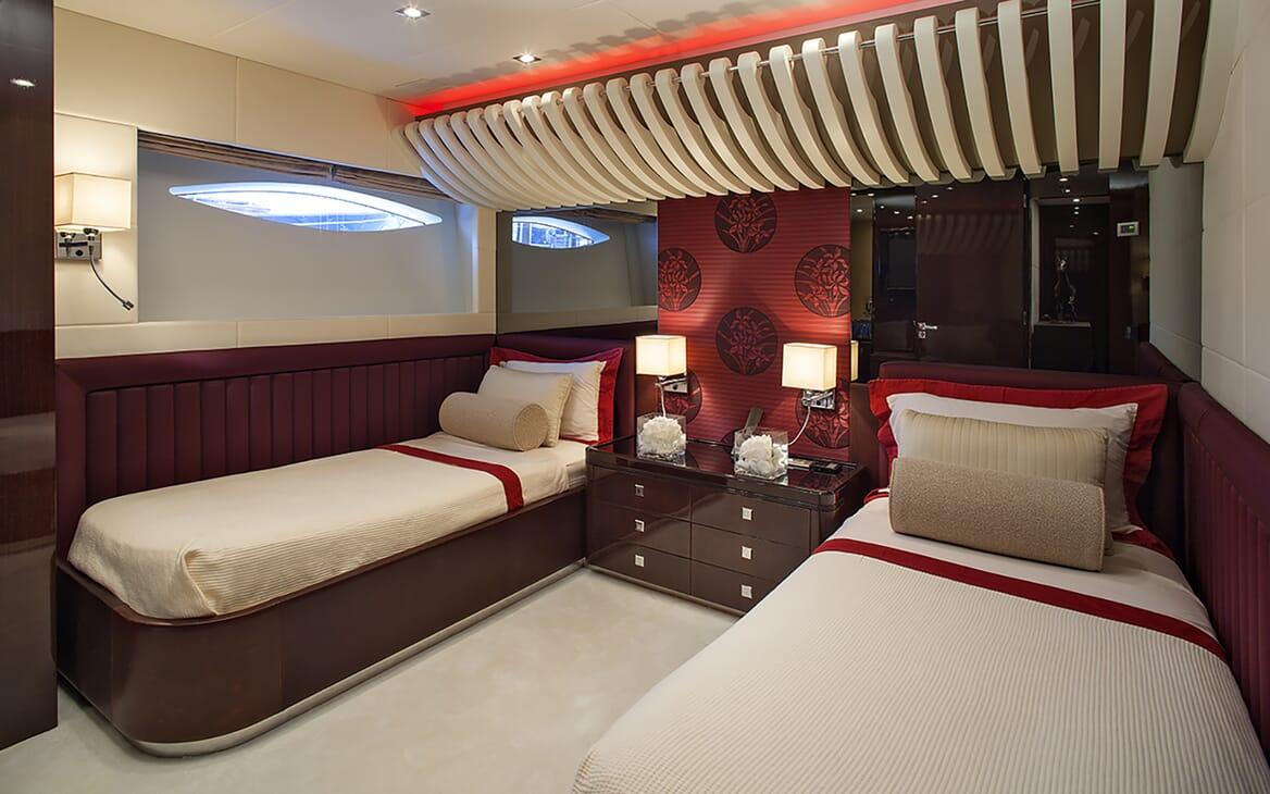 Motor Yacht My Toy twin cabin
