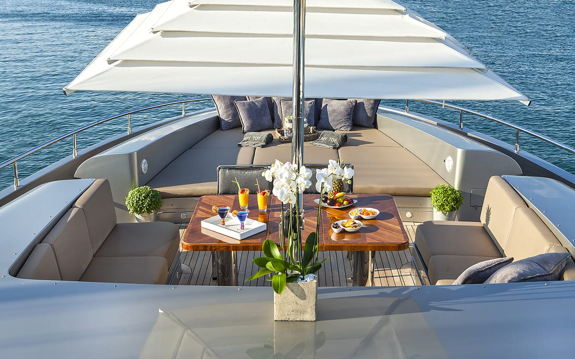 Motor Yacht My Toy bow