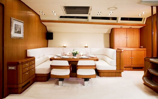 Sailing Yacht CYCLOS II Dining Table