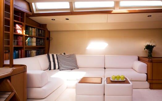 Sailing Yacht CYCLOS II Seating