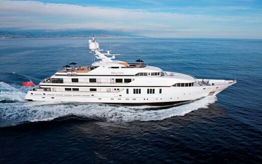 Motor Yacht SEALYON Profile Underway