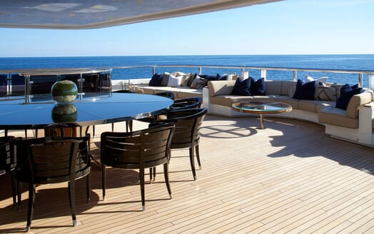 Motor Yacht SEALYON Aft Deck Seating