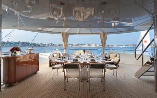 Motor Yacht Gigi outdoor dining area