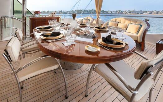 Motor Yacht Gigi al fresco dining
