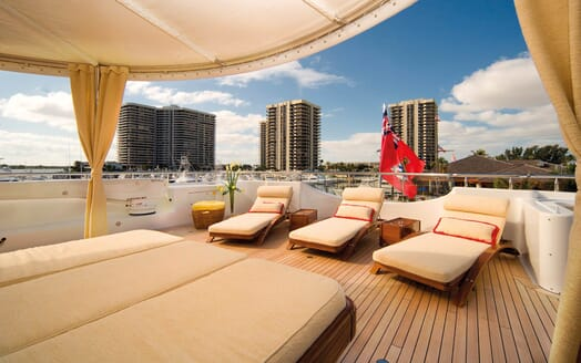 Motor Yacht Gigi aft seating