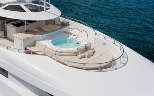 Motor Yacht Gigi hot tub