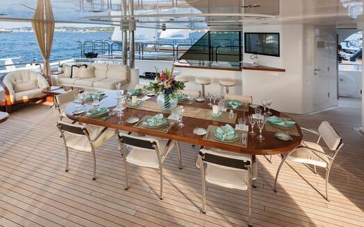 Motor Yacht Gigi outdoor dining