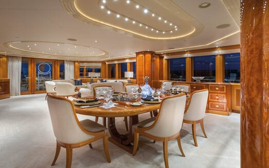 Motor Yacht Gigi dining area