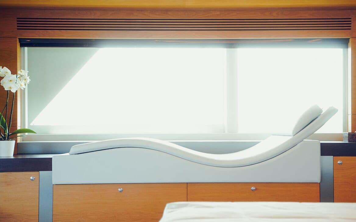 Motor Yacht Tatiana master bathroom