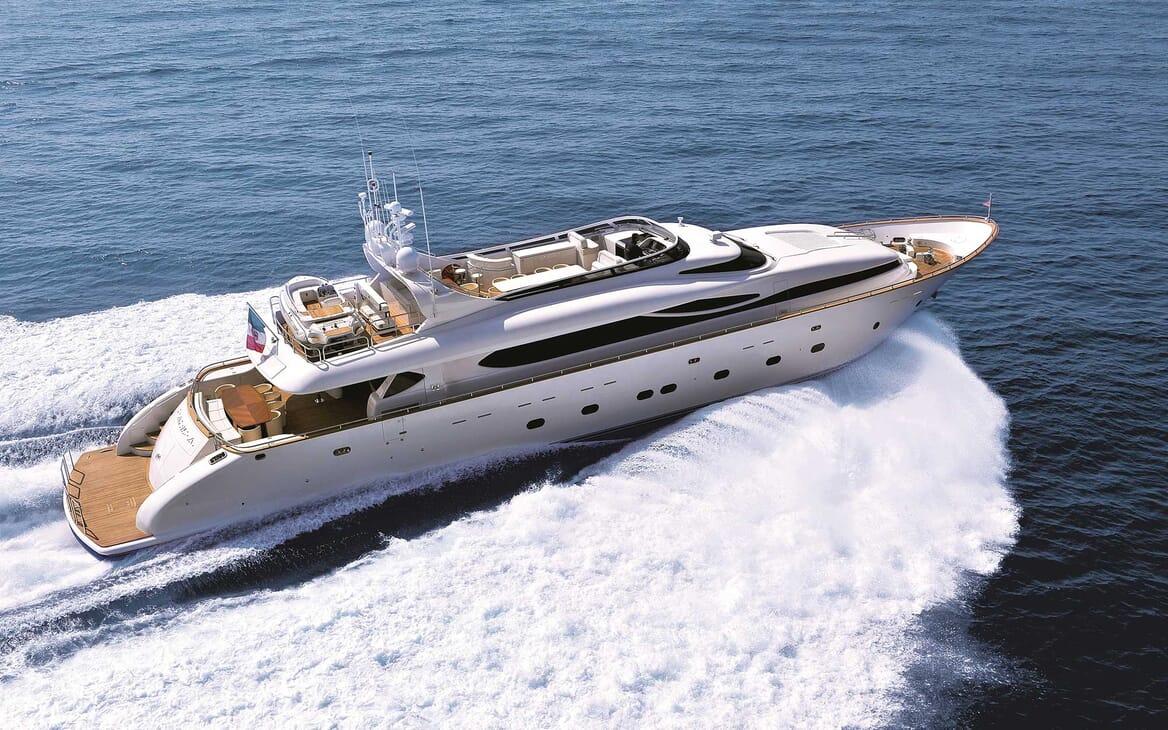 Motor Yacht Paris A running shot