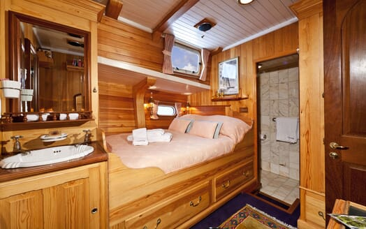 Sailing Yacht TIGERLILY OF CORNWALL Double Guest Stateroom