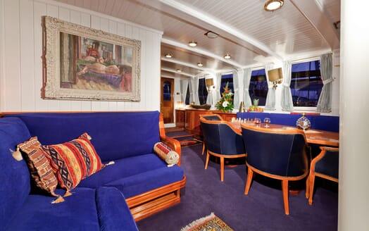 Sailing Yacht TIGERLILY OF CORNWALL Main Saloon Table
