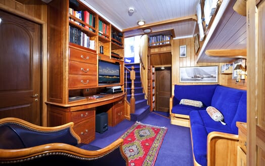 Sailing Yacht TIGERLILY OF CORNWALL Seating and TV