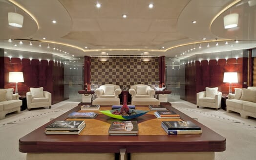 Motor Yacht Sarah salon