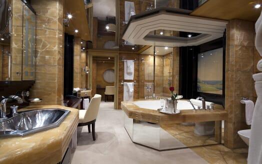 Motor Yacht Sarah master bathroom