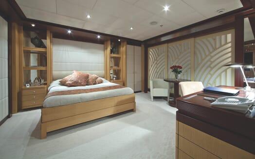 Motor Yacht Sarah VIP cabin