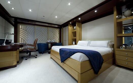 Motor Yacht Sarah guest cabin