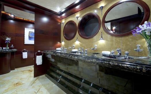 Motor Yacht Sarah washroom
