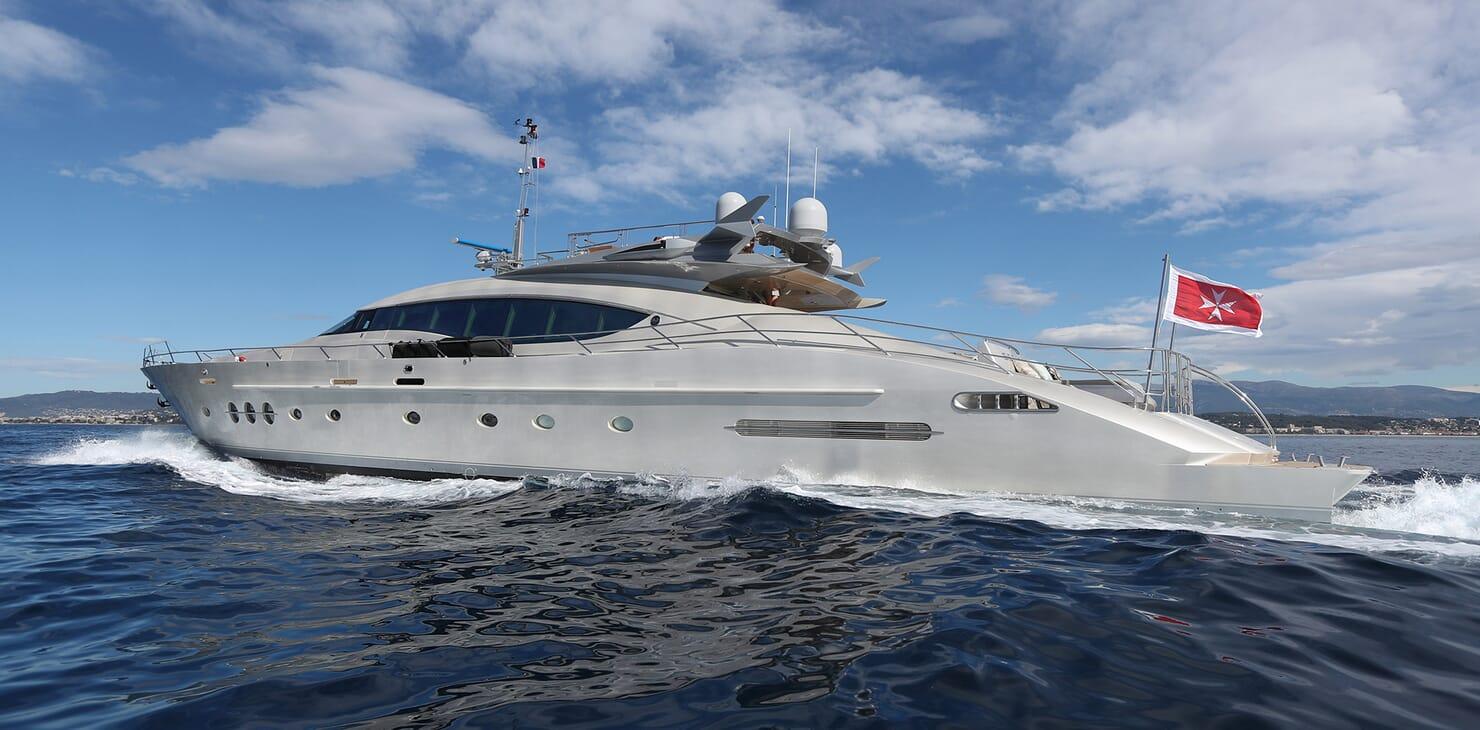 Motor Yacht Escape II profile underway