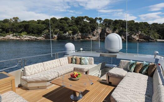 Motor Yacht Escape II Sun Deck Seating