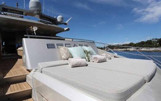 Motor Yacht Escape II Aft Seating