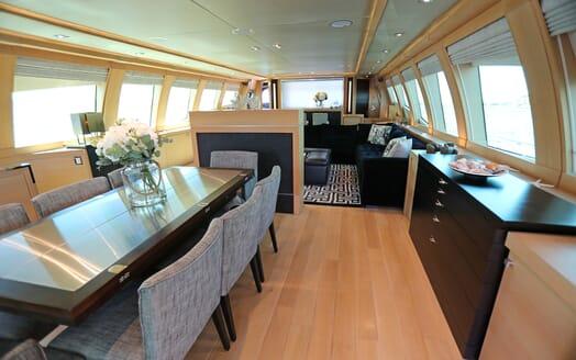 Motor Yacht Escape II Main Saloon