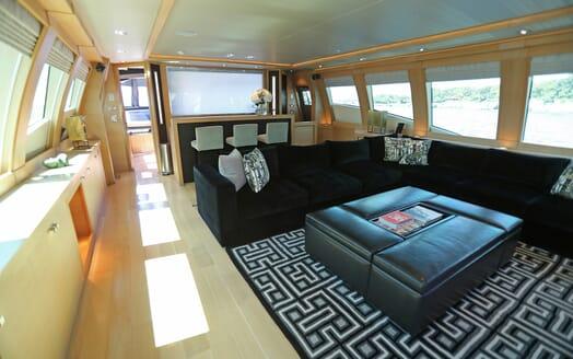 Motor Yacht Escape II Main Saloon 2