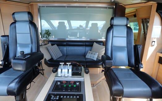 Motor Yacht Escape II Wheel House Chairs