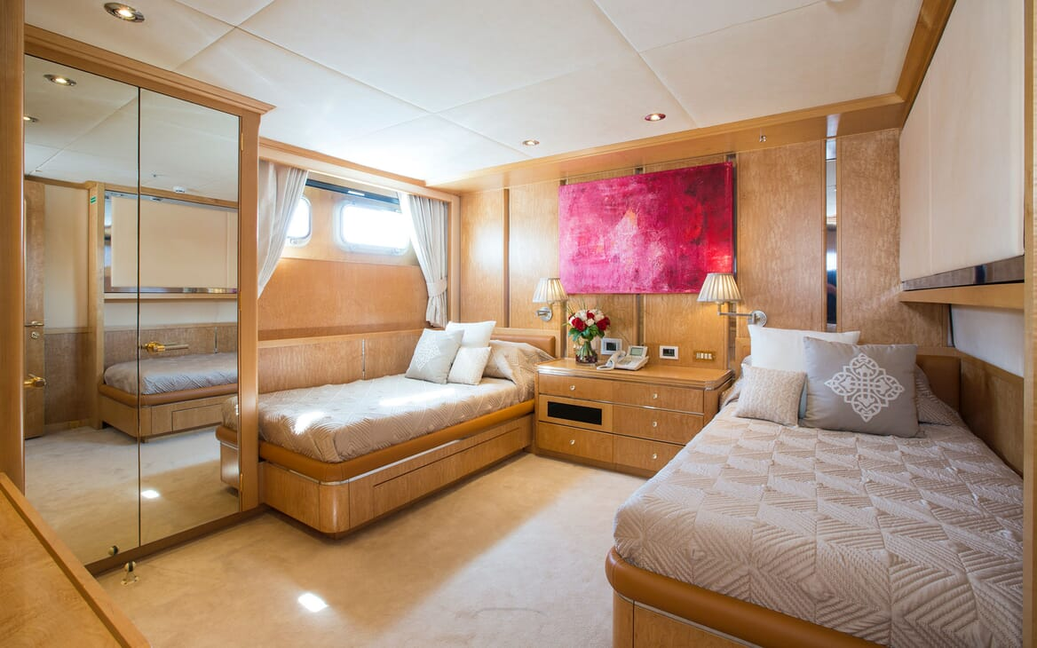 Motor Yacht MQ2 Twin Guest Stateroom