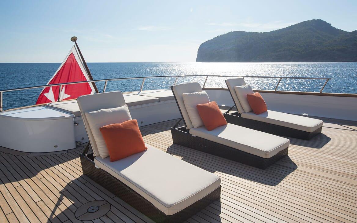 Motor Yacht MQ2 Su Deck Loungers