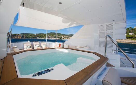 Motor Yacht MQ2 Jacuzzi