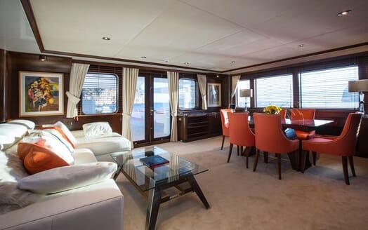 Motor Yacht MQ2 Saloon