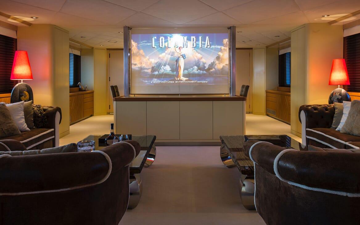 Motor Yacht MQ2 TV / Cinema