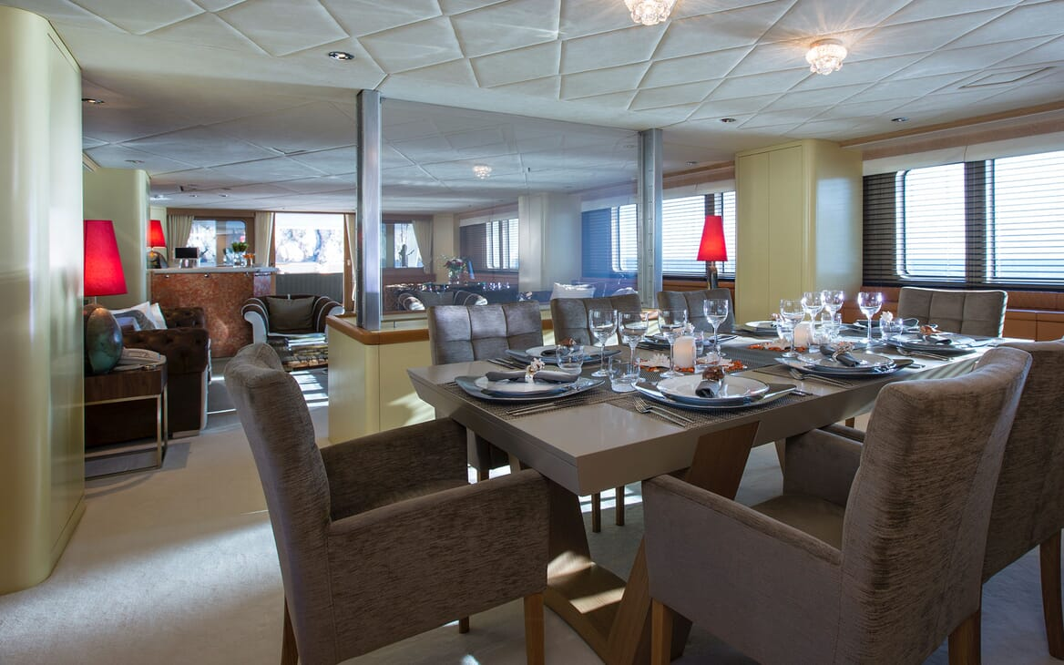 Motor Yacht MQ2 Dining Table