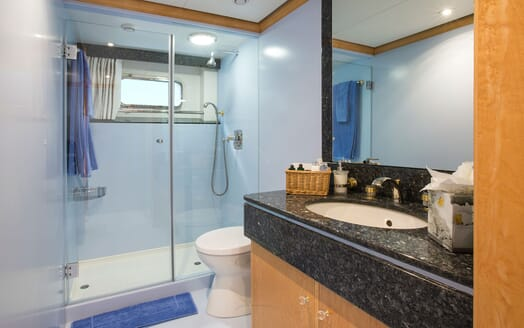 Motor Yacht MQ2 Guest Bathroom