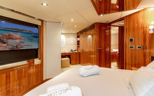 Motor Yacht SEA BREEZE ONE VIP Stateroom