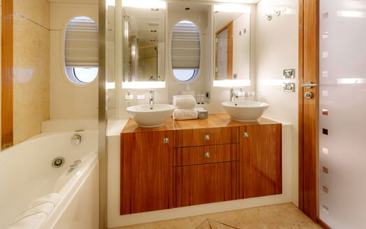 Motor Yacht SEA BREEZE ONE VIP Bathroom