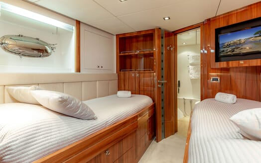 Motor Yacht SEA BREEZE ONE Twin Guest Stateroom