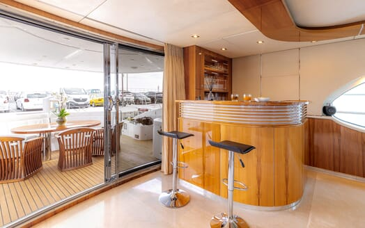 Motor Yacht SEA BREEZE ONE Main Saloon Bar