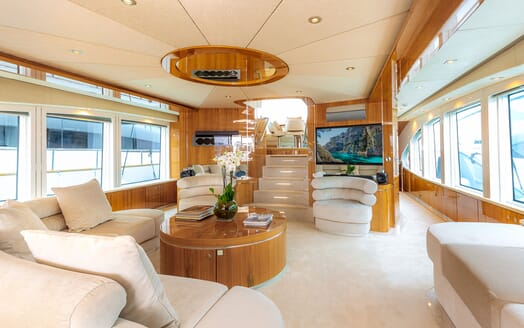 Motor Yacht SEA BREEZE ONE Main Saloon