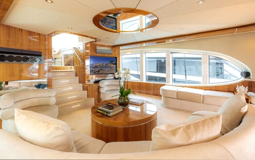 Motor Yacht SEA BREEZE ONE Main Saloon 2